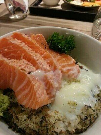 Niji Bistro: Salmon bowl