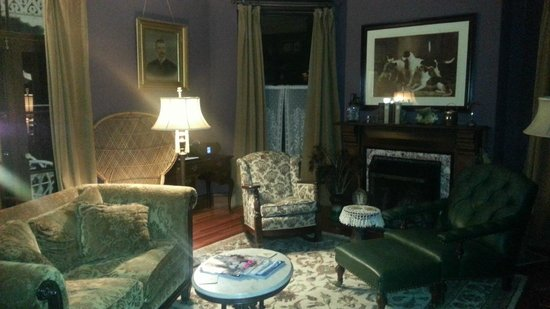 Architect's Inn - George Champlin Mason House: My office... my chair!