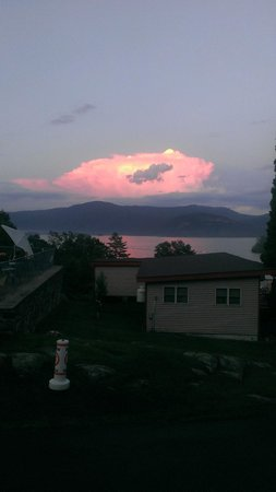 Contessa Lake George Motel & Resort: Beautiful sunset