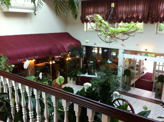 Hotel Landgut Horn: Lobby und Restaurant