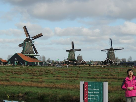 Zaanse Schans: Several windmills