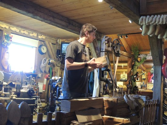 Zaanse Schans: The  beginning of the workshop - taking a block of wood and turning it into a pair of shoes (clo