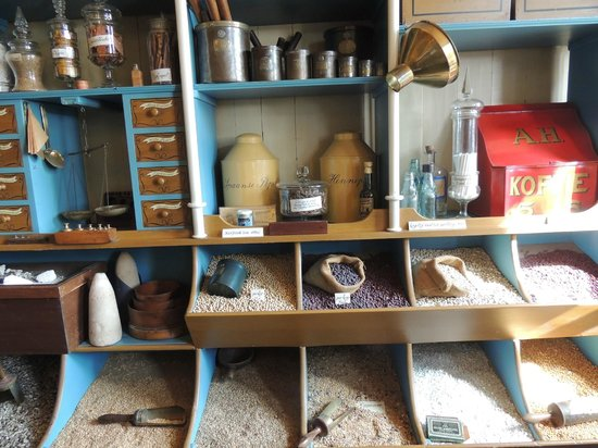 Zaanse Schans: Inside the apothecary store
