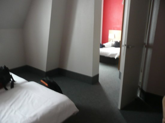 B&B Hôtel Dijon Centre : Room arrangement