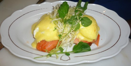 La Societe : Smoked salmon eggs Benny