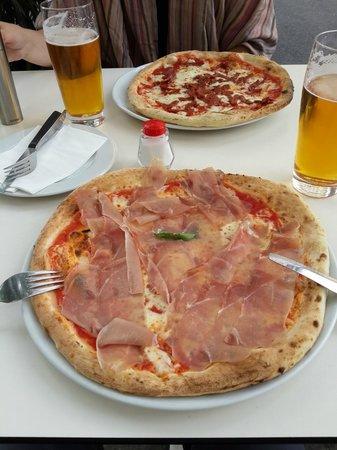 Pizza Mari': Prosciutto pizza