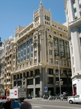 Tryp Madrid Cibeles Hotel: Hotel Signage is gone