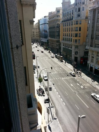 Tryp Madrid Cibeles Hotel: Gran Via toward Gran Via subway