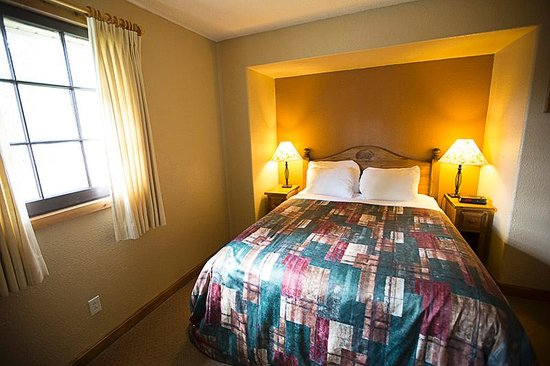 Patricia Lake Bungalows Resort: Bedroom