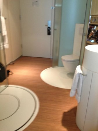 "citizenM Amsterdam: toilet ""chamber"" with sliding door"