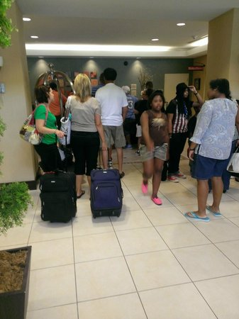 Hilton Garden Inn Baltimore/Arundel Mills: Long check in lines