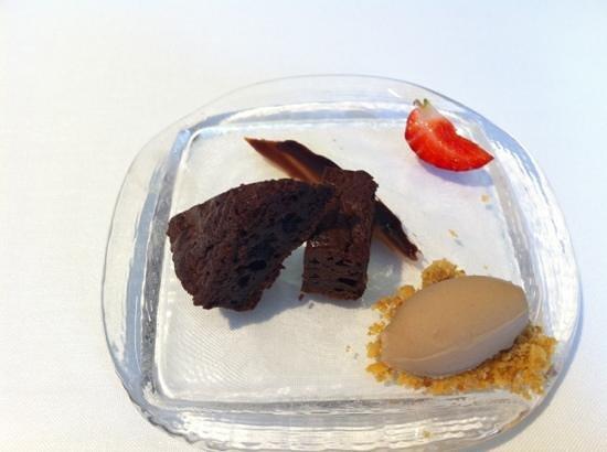 Lienzo Gastrotapas : Postre brownie. Sabor bueno y cantidad justa.