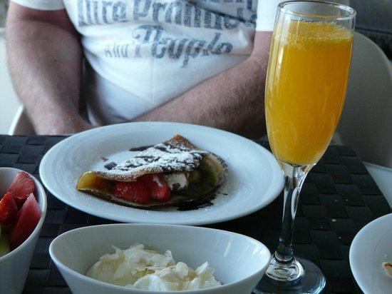 Avaton Resort: Breakfast Crepes & Bucks Fizz