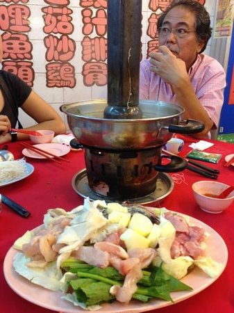 Kwan Kee Seafood Restaurant: the charcoal steamboat and the food
