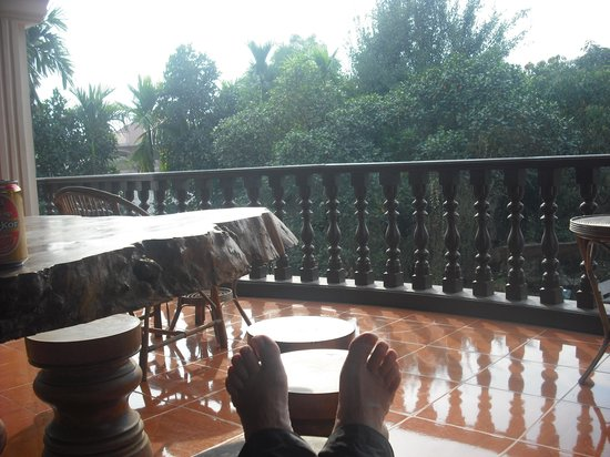 Bloom Garden Guesthouse Villa: 2nd floor porch with the de rigeuer pic of feet