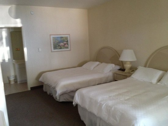 Beach Haven, NJ: Standard double motel room is not as pictured on their site.
