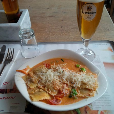 Vapiano: Ravioli not in a bolognese sauce.
