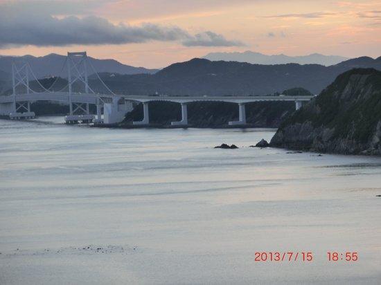 Minami Awaji Royal Hotel: 明石大橋です