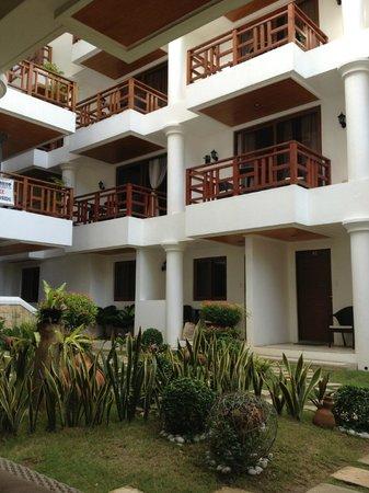 Giulius Boracay Italian Resort: hotel exterior