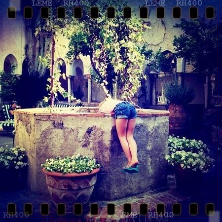 Hotel Luna Convento: my daughter feeding the turtles in the courtyard
