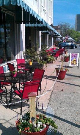 Iron Horse Restaurant: Ironhorse patio dining