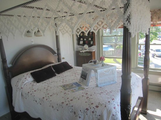 By The Sea Bed and Breakfast: Mayflower Suite