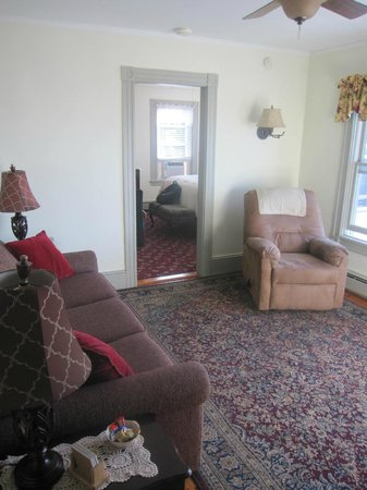 By The Sea Bed and Breakfast: Gov. Bradford Suite - Living Room