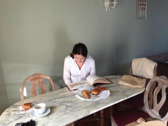 La Maison Saint Germain: Kitchen area in Duplex