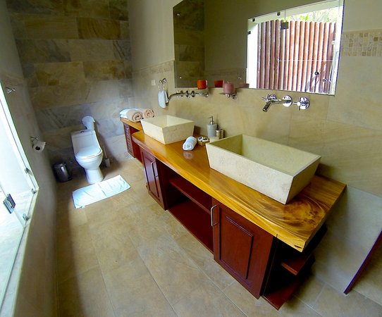 Playa Cielo: Tortuga Bathroom