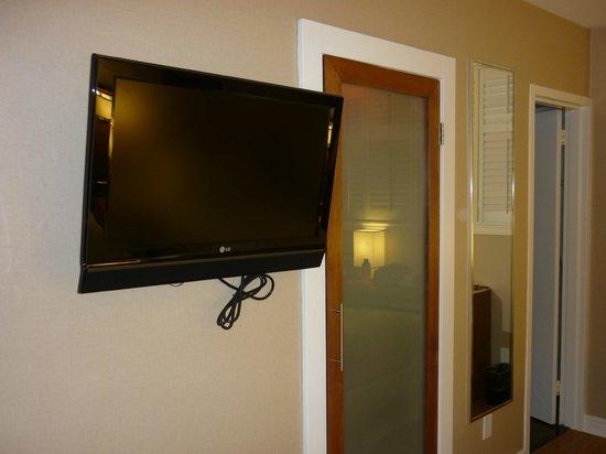 Tv armadio a muro specchio a tutta altezza molto utile - Altezza specchio ...