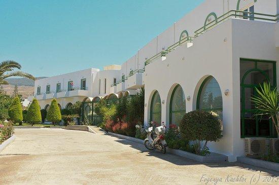 Alexandra Beach Hotel & Apartments: Enterance to the hotel