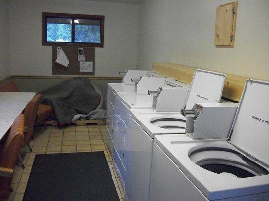 Campfire Lodge Resort : Laundry room