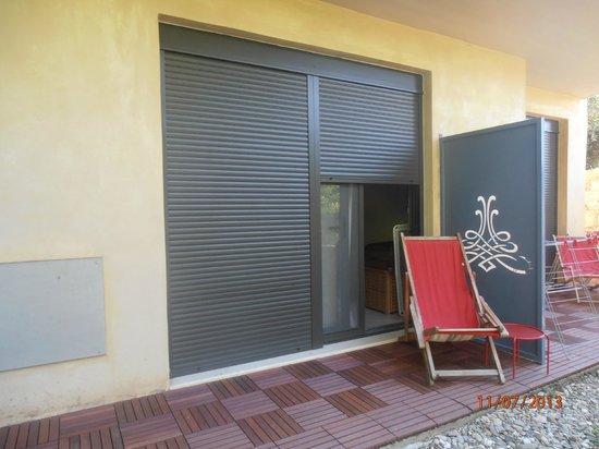 Mylos Apartments: Χαλαρωση στην αυλη....