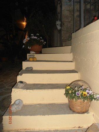 Mylos Apartments: Ομορφες γωνιες με λουλουδια