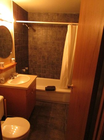 Yoho Guesthouse: Bathroom
