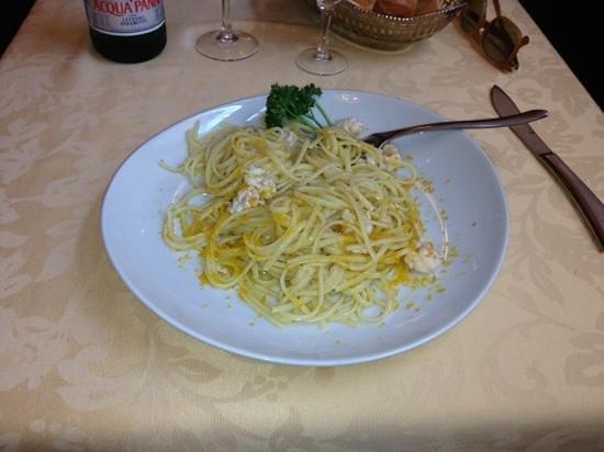Il Coriandolo : pasta con batarga e gamberi