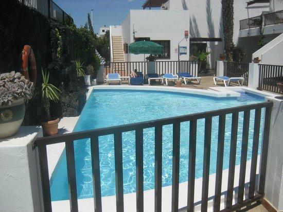 Las Lilas Apartments: The pool