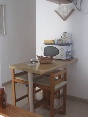 Las Lilas Apartments: Kitchen area