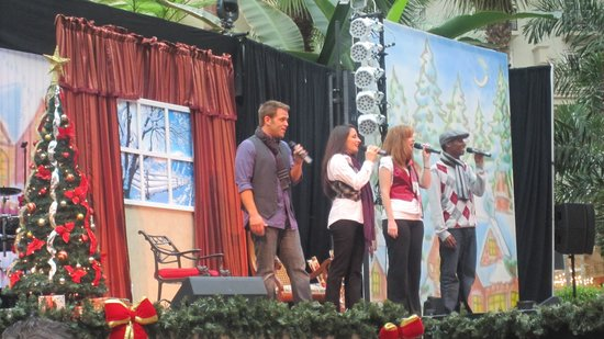 Gaylord Palms Resort & Convention Center: Holiday concert in the Atrium