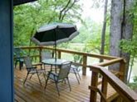 Wildwater Chattooga Cottages & Cabins: Cottage Deck