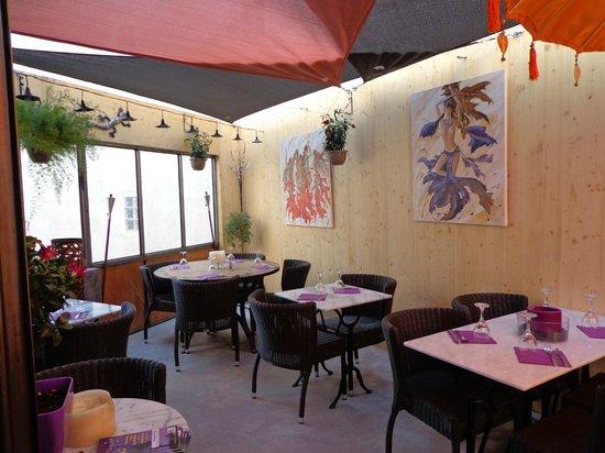restaurant la cour int rieure dans nyons avec cuisine p tes e pizza. Black Bedroom Furniture Sets. Home Design Ideas