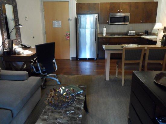 Gainey Suites Hotel : One Bedroom kitchen area