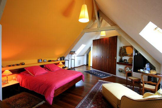 Les Arceaux : La chambre jaune. The yellow bedroom