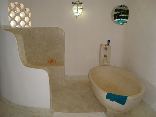 Matemwe Lodge, Asilia Africa: Huge open plan bathroom