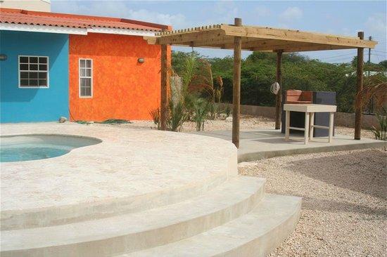CoralSea Apartments Bonaire: BBQ area