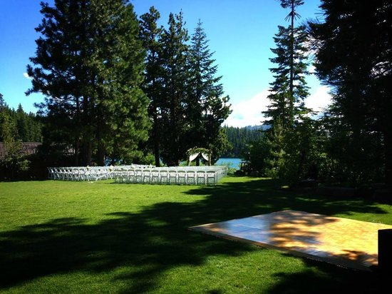 The Lodge at Suttle Lake: View of the ceremony/reception lawn from deck