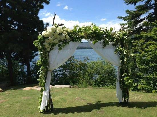 The Lodge at Suttle Lake: View of the lake from ceremony location