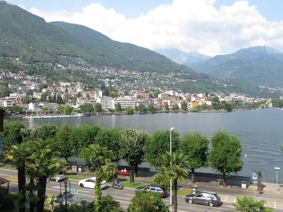 Ramada Hotel Arcadia : View: lake