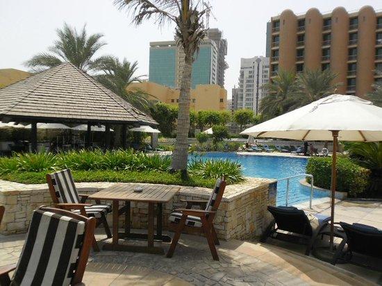 Sheraton Abu Dhabi Hotel & Resort : pool area