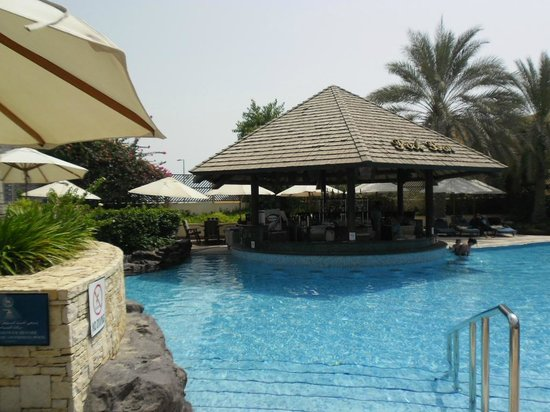 Sheraton Abu Dhabi Hotel & Resort : pool bar